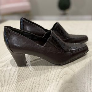 NEW BROWN LEATHER FRANCO SARTO HEELS 7M
